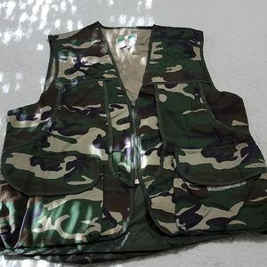 Game Winner Hunting Vest w/ Game Bag  L